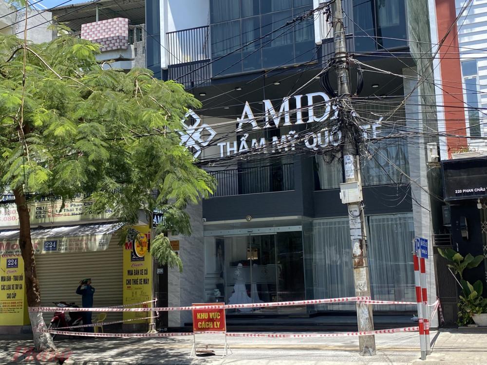 Thẩm mỹ viện Quốc tế AMIDA tại số 222 Phan Châu Trinh đã được phong tỏa và phun khử khuẩn