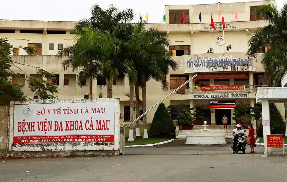 Bệnh viện đa khoa tỉnh Cà Mau dừng thăm bệnh các khoa nội trú. Ảnh: An Khương.
