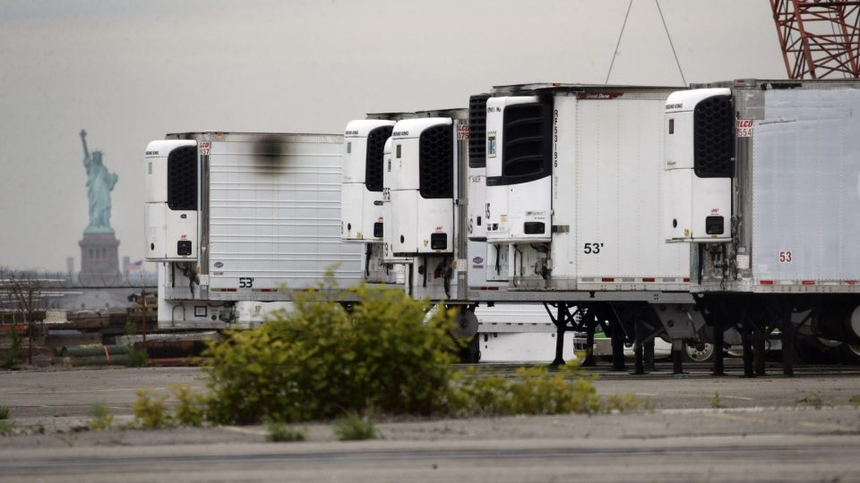 Thành phố New York vẫn đang sử dụng xe tải đông lạnh để lưu trữ thi thể nạn nhân coronavirus