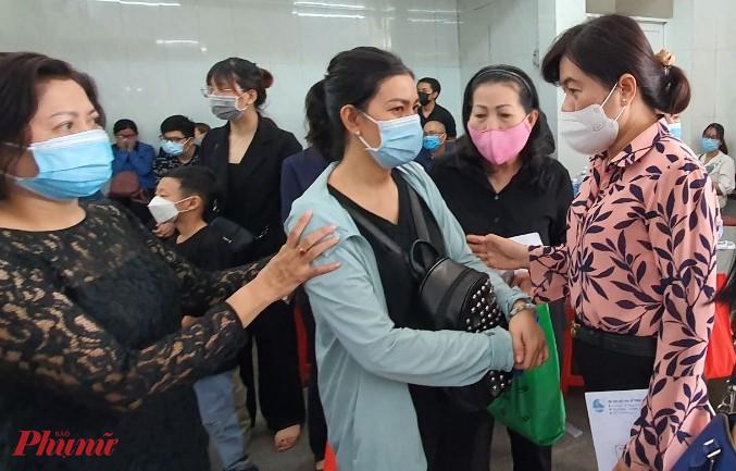 Đoàn Hội LHPN TPHCM và các đơn vị đến thăm, chi sẻ mất mát quá lớn với các gia đình