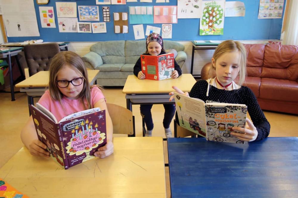 Đọc sách là hoạt động được học sinh đặc biệt yêu thích ở các trường học tại Phần Lan - Ảnh: Esa Rinse/Yle