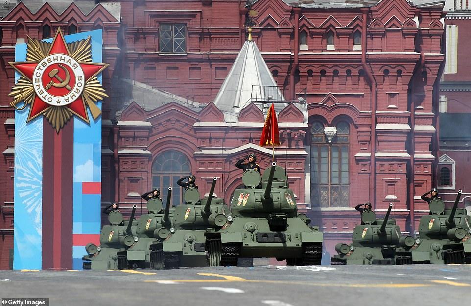 Xe tăng T-34 của Liên Xô trong cuộc tổng diễn tập Lễ duyệt binh Ngày Chiến thắng tại Quảng trường Đỏ, ngày 7/5/2021 ở Moscow.