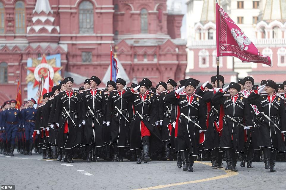 Đội quân Cossacks diễu hành trong cuộc tổng diễn tập duyệt binh Ngày Chiến thắng.