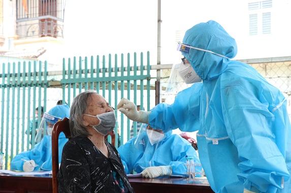 Các ngành chức năng vẫn đang truy vết các trường hợp tiếp xúc với các ca dương tính với SARS-CoV-2