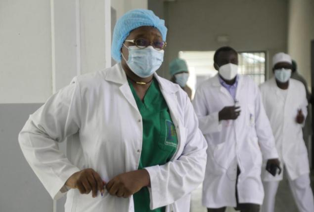Các bác sĩ ở những nước cảm thấy rất buồn vì không có vắc xin bảo vệ mình