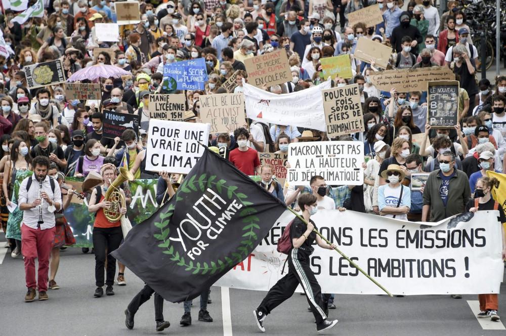 Hàng ngàn người tuần hành kêu gọi hành động vì khí hậu tại Pháp