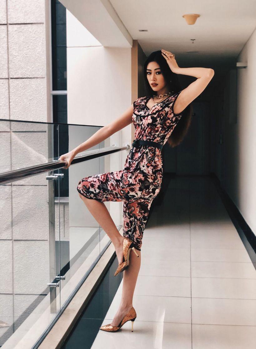 Trước đó tại Việt Nam, Khánh Vân cũng vài lần khiến khán giả thích thú khi diện đồ bộ.