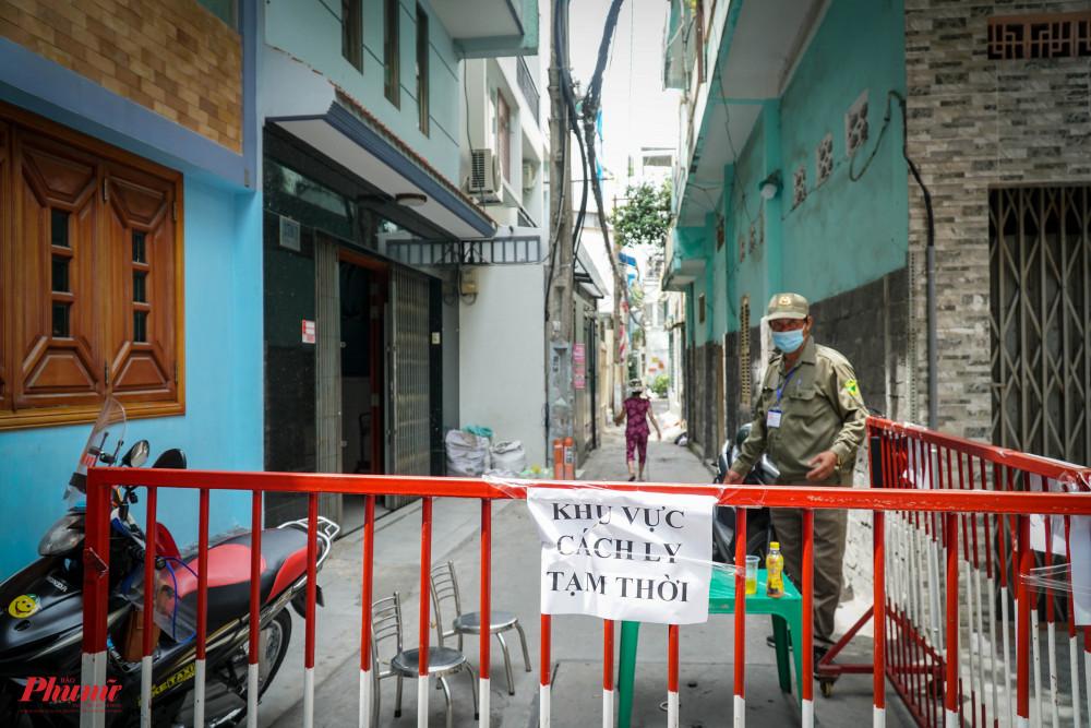 Trước đó TPHCM phong tỏa 61 hộ dân liên quan đến ca tái dương, ảnh Tam Nguyên