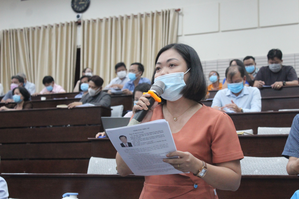 Cử tri Lê Thùy Vân mong muốn bà Nguyễn Trần Phượng Trân quan tâm đến việc đào tạo nghề cho lao động nữ.