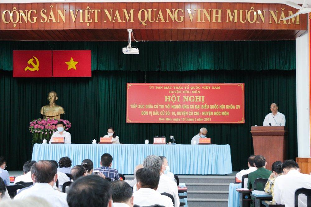 Chủ tịch nước Nguyễn Xuân Phúc tại cuộc tiếp xúc cử tri Hóc Môn sáng 10/5