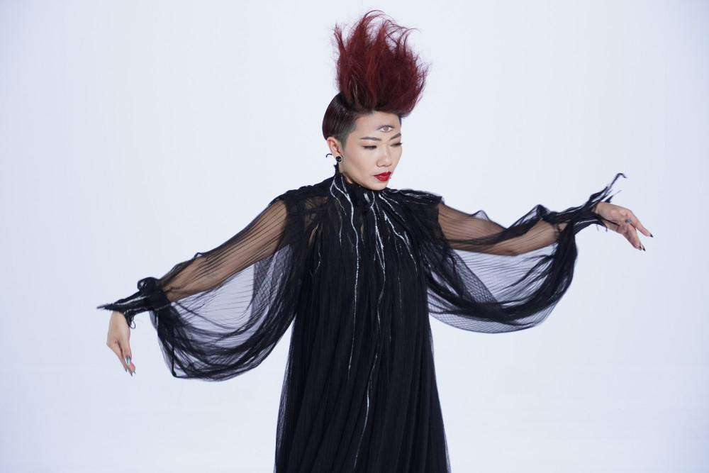 Hình ảnh của Hà Trần trong sản phẩm mới