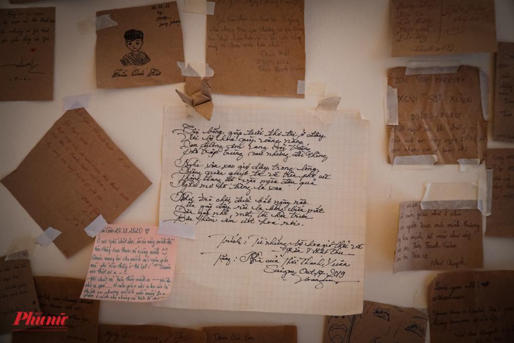 Khi đến đây, chúng ta sẽ đọc được những mẫu chuyện thú vị, những câu nói khích lệ tinh thần, hay những câu tỏ tình không dám nói...từ những tờ note này