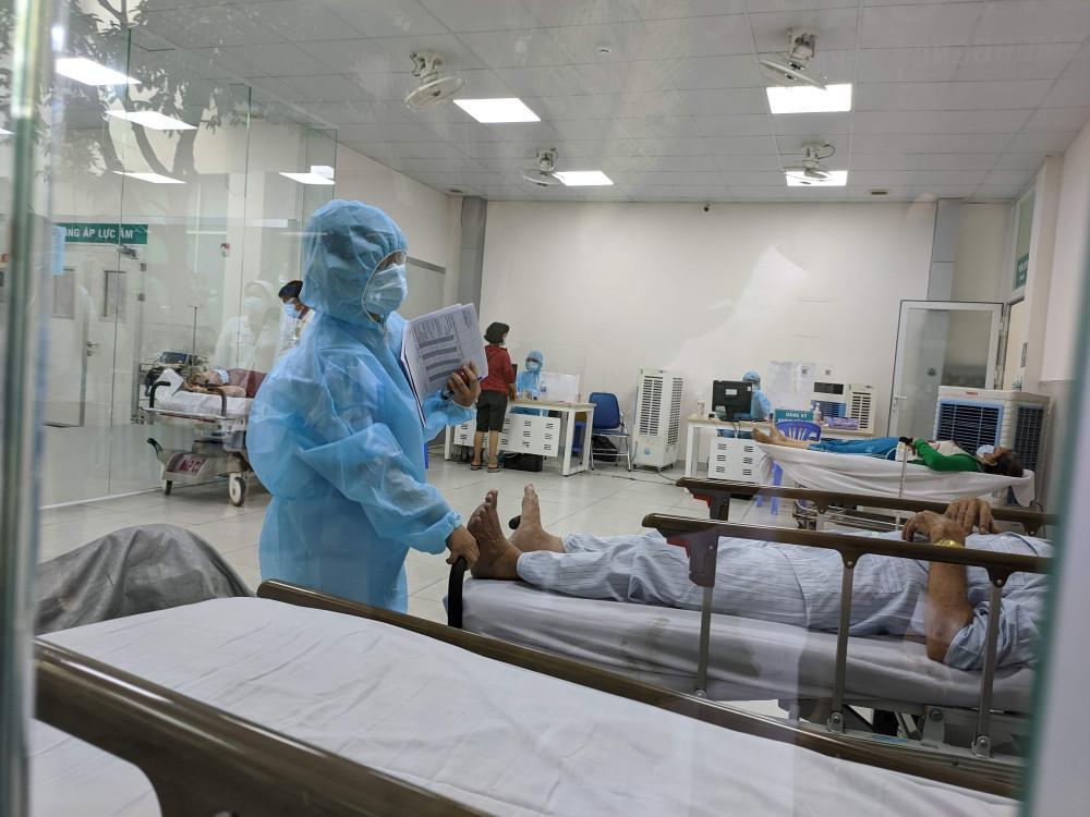 Khu vực sàng lọc trước khi đưa vào khoa Cấp cứu, Bệnh viện nhân dân 115. Ảnh: Hiếu Nguyễn