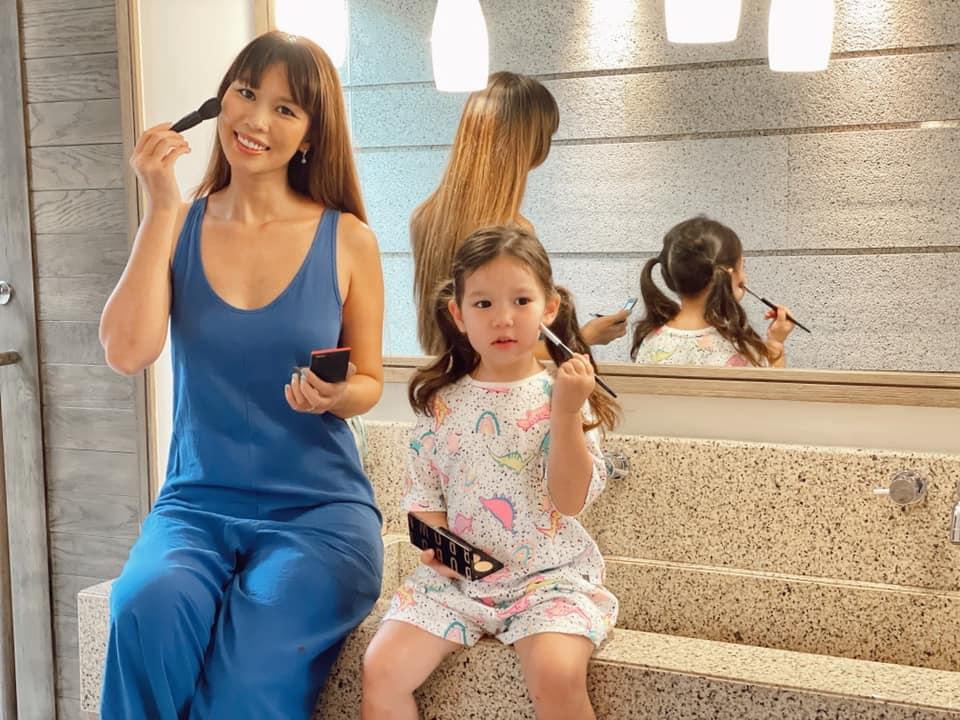 Hà Anh và con gái