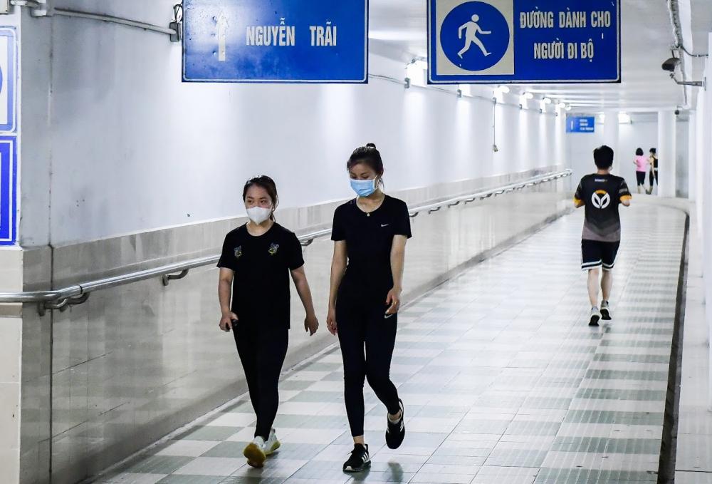 Trước diễn biến phức tạp của dịch COVID-19, Hà Nội đã quyết định tạm dừng hoạt động tại các công viên, vườn hoa, địa điểm công cộng kể từ ngày 6.5.