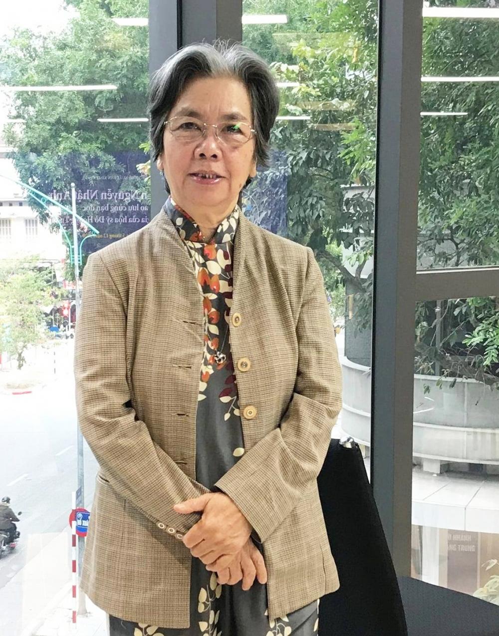 Tác phẩm Nữ sĩ thời gió bụi của nhà văn Lê Phương Liên tái hiện lại chân dung nữ sĩ Đoàn Thị Điểm - một trong những nhân vật quan trọng trong lịch sử văn học trung đại Việt Nam