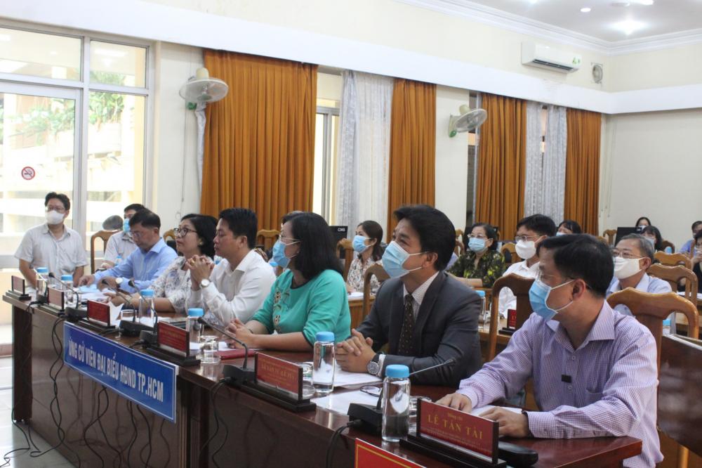 Tổ ứng cử viên đại biểu HĐND TPHCM tiếp xúc cử tri tại điểm cầu 203 An Dương Vương, quận 5.