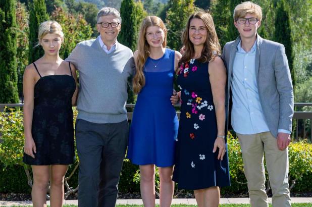 Vợ chồng Bill, Melinda Gates và ba con - Ảnh: Instagram