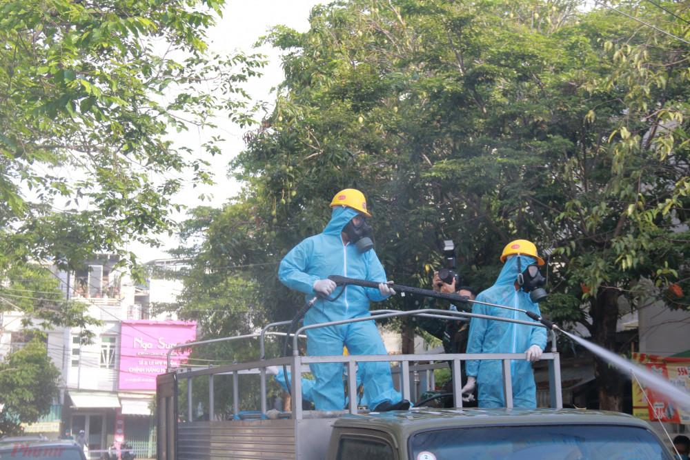 Với tinh thần thần tốc truy vết, khoanh vùng nguy cơ, lấy mẫu xét nghiệm COVID-19, đến thời điểm này thành phố Đà Nẵng đã cơ bản kiểm soát được tình hình dịch bệnh liên quan đến ổ dịch mới ở Công ty Trường Minh, Khu Công nghiệp An Đồn