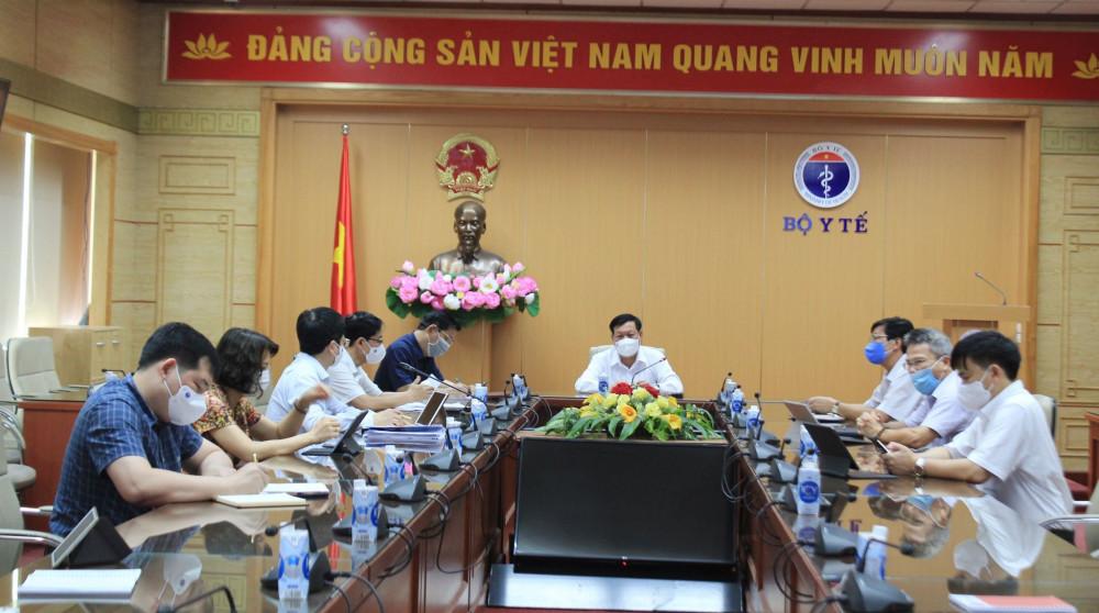 Bộ Y tế họp với Bệnh viện K và Bệnh viện Bệnh Nhiệt đới Trung ương về công tác phòng, chống dịch