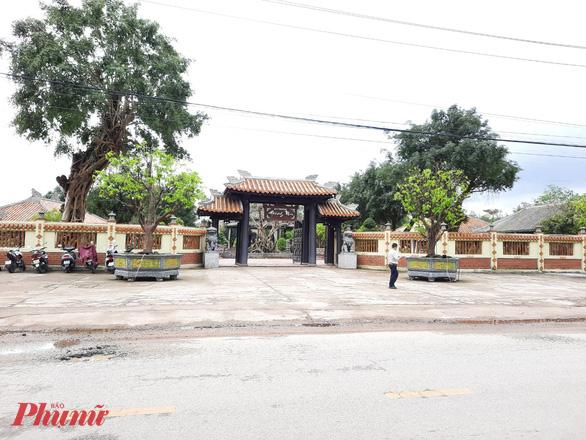 Thanh tra những thông tin sai phạm xảy ra tại khu resort Hoàng Mai (xã Thủy Bằng, thị xã Hương Thủy, Thừa Thiên Huế) tại xã Thủy Bằng. Ảnh: T.H