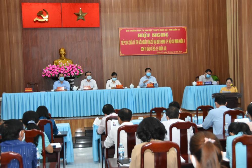 Các ứng cử viên đại biểu HĐND TPHCM - đơn vị bầu cử số 13 tiếp xúc với cử tri quận 12.