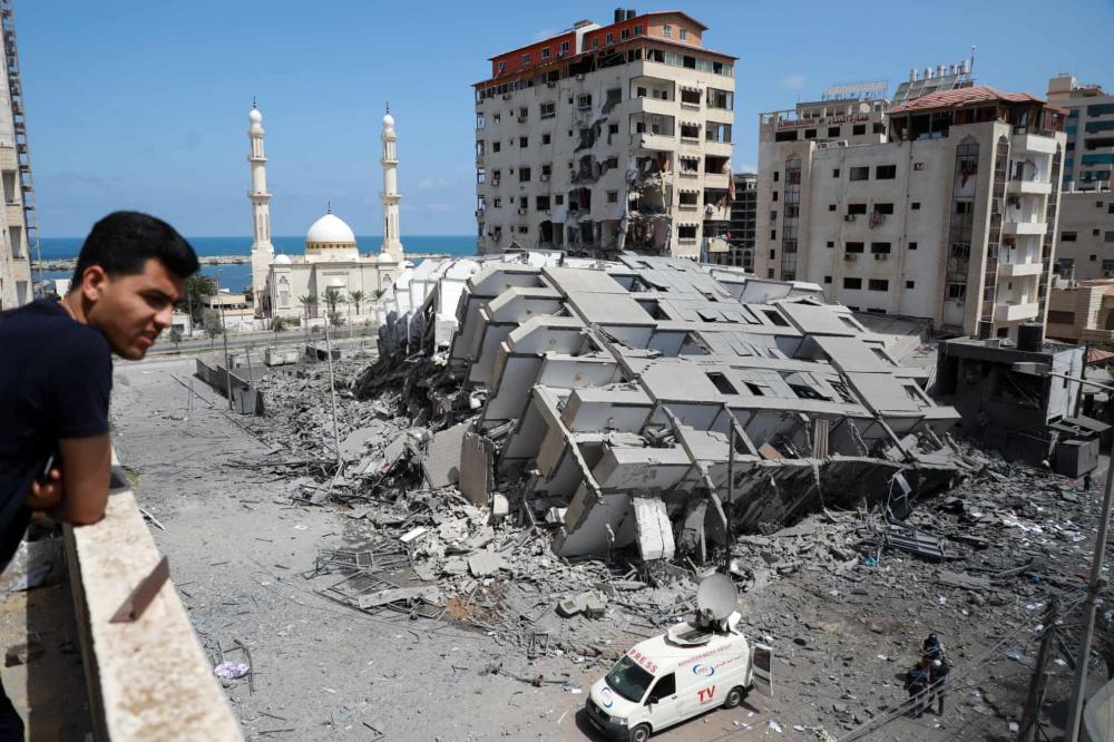 Một tòa nhà bị phá hủy ở thành phố Gaza, sau một loạt cuộc không kích của Israel