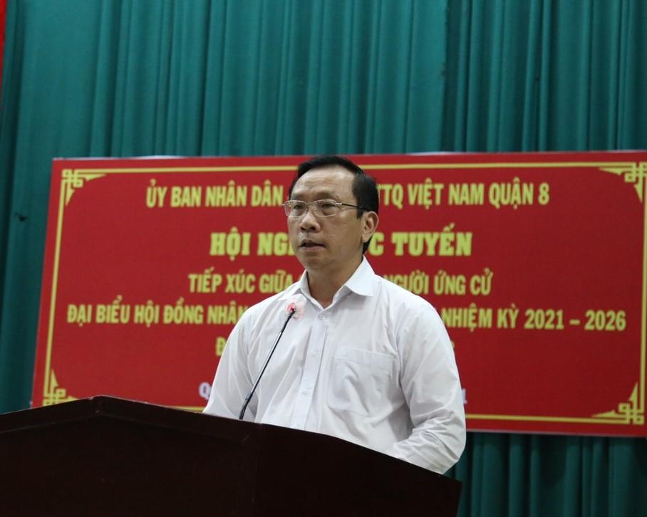 Bí thư Quận ủy quận 8 Ngô Thành Tuấn tập trung giải quyết các vấn đề bức xúc của người dân.