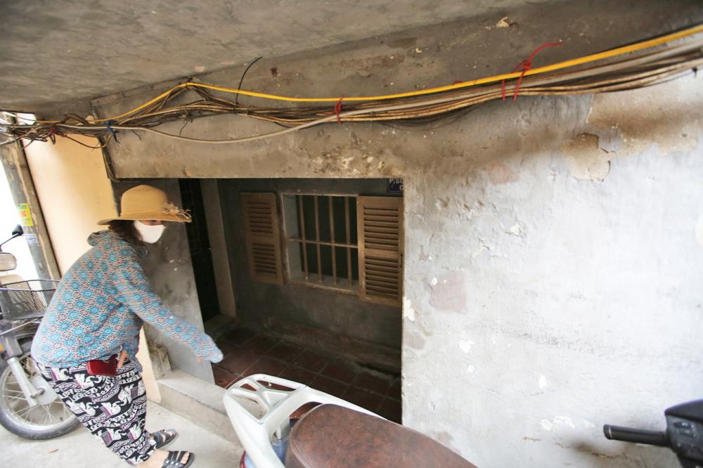 Tầng 1 khu tập thể C5 Quỳnh Mai chỉ còn cao khoảng 1m