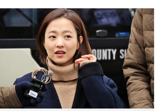 Dù để mặt mộc nhưng thần thái tươi tắn của Park Bo Young vẫn giúp cô nàng cuốn hút khán giả.
