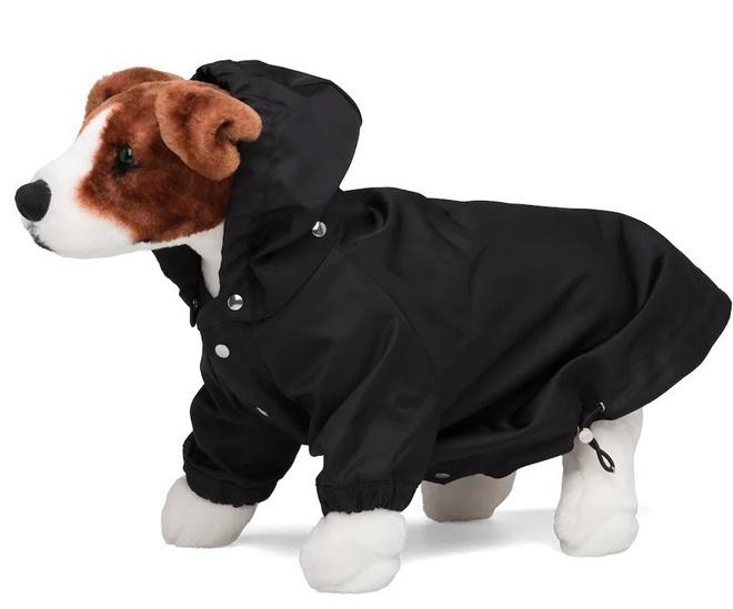 Prada là một trong những thương hiệu thời trang cao cấp có tiếng của thế giới. Gần đây, Prada cho ra mắt mẫu áo mưa bằng nylon dành cho cún cưng.