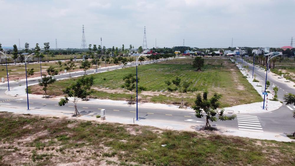Những lô đất được đề nghị hiến tặng đã có mặt bằng sạch, hệ thống vỉa hè, cây xăng, điện lực, chiếu sáng đã hoàn tất 100%