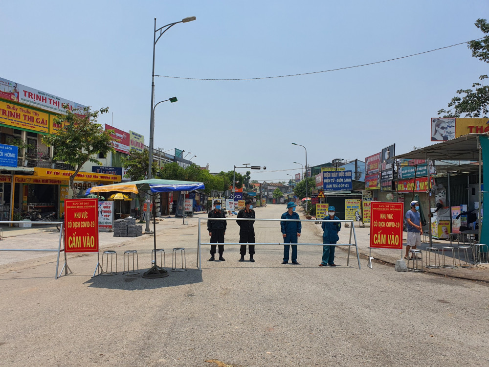 Lực lượng công an thực hiện phong tỏa, cách ly nơi có bênh nhân nghi nhiễm SARS-CoV-2