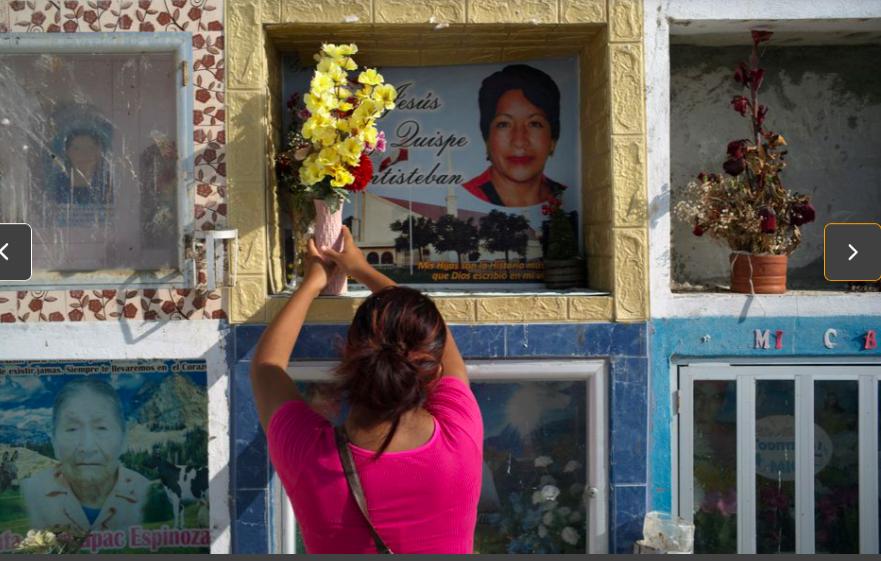 Ñañez đến viếng người thân đã qua đời vì COVID-19