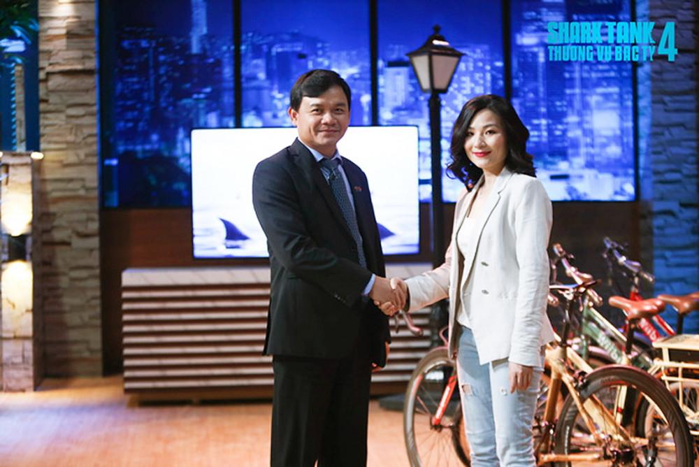 """Shark Phú trong chương trình đang gây """"bão"""" dư luận phát sóng trên kênh VTV3 (ảnh chụp màn hình)"""