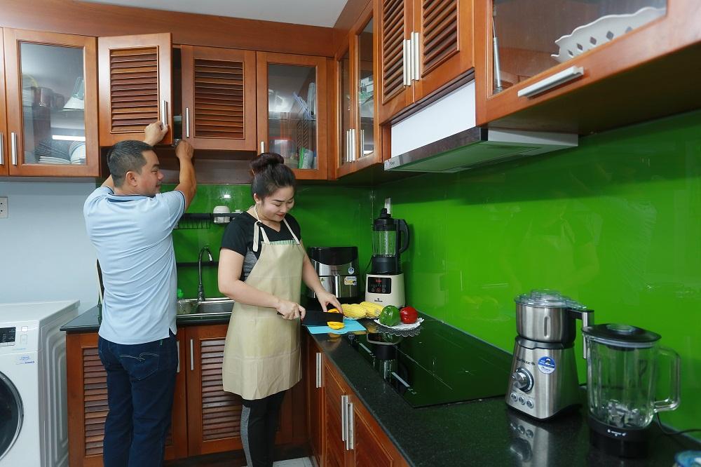 Việc nhà sẽ trở nên đơn giản khi vợ chồng chủ động sẻ chia và tận dụng sự giúp đỡ của thiết bị gia dụng thông minh