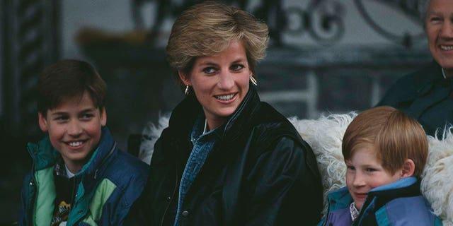 Hoàng tử Harry (phải), tiết lộ trong một cuộc phỏng vấn rằng anh không còn muốn trở thành một phần của cuộc sống Hoàng gia – Ảnh: Bộ sưu tập của Công nương Diana/Getty Images