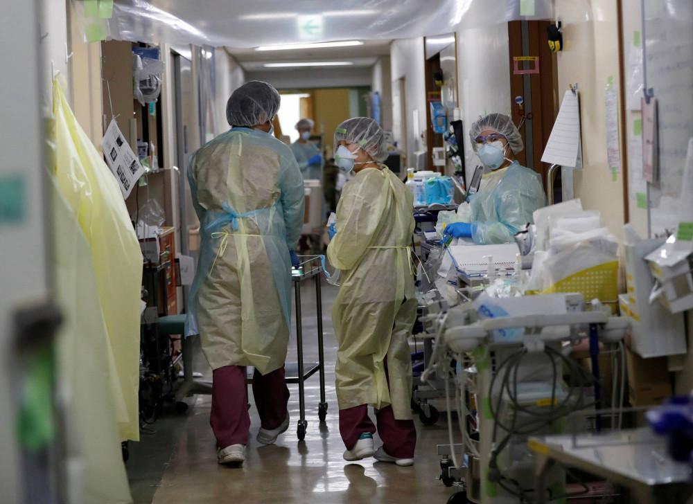 Bệnh viện Nhật Bản quá tải khi số ca mắc CVID-19 tăng cao.