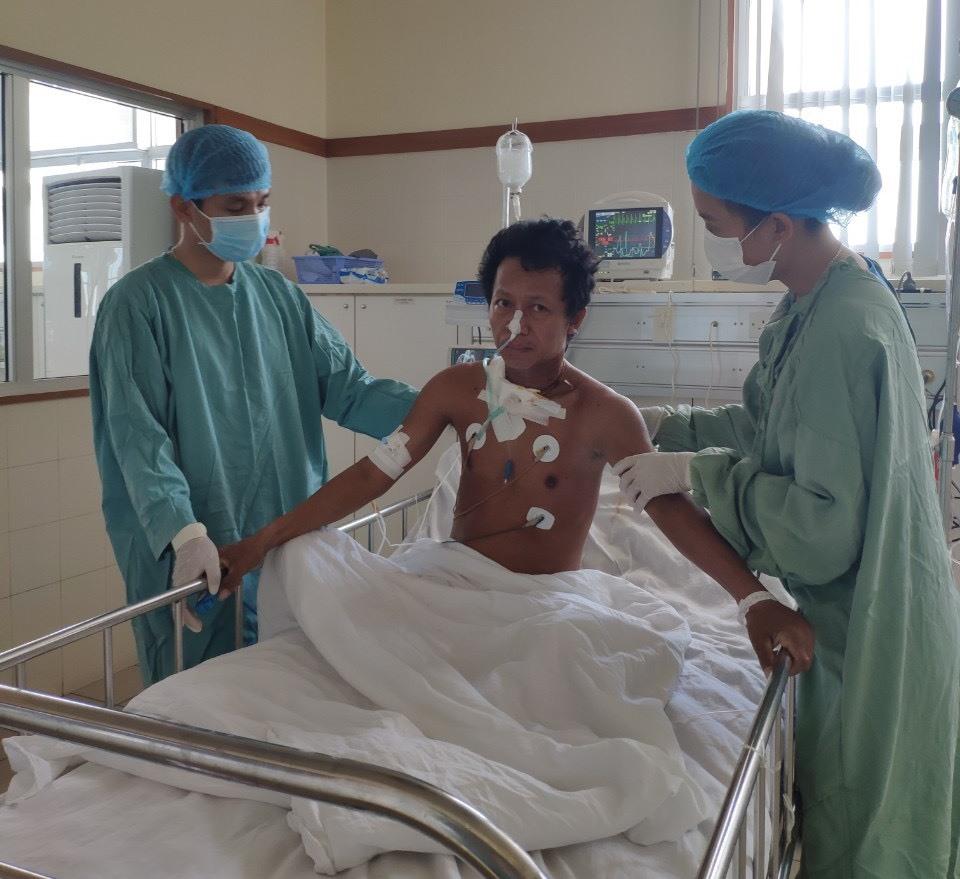 bệnh nhân dần tỉnh táo, huyết áp ổn định dần, ngưng được các phương tiện hỗ trợ