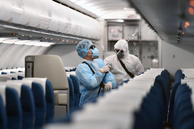 1 hành khách đi cùng chuyến bay với vợ chồng BN3634 dương tính