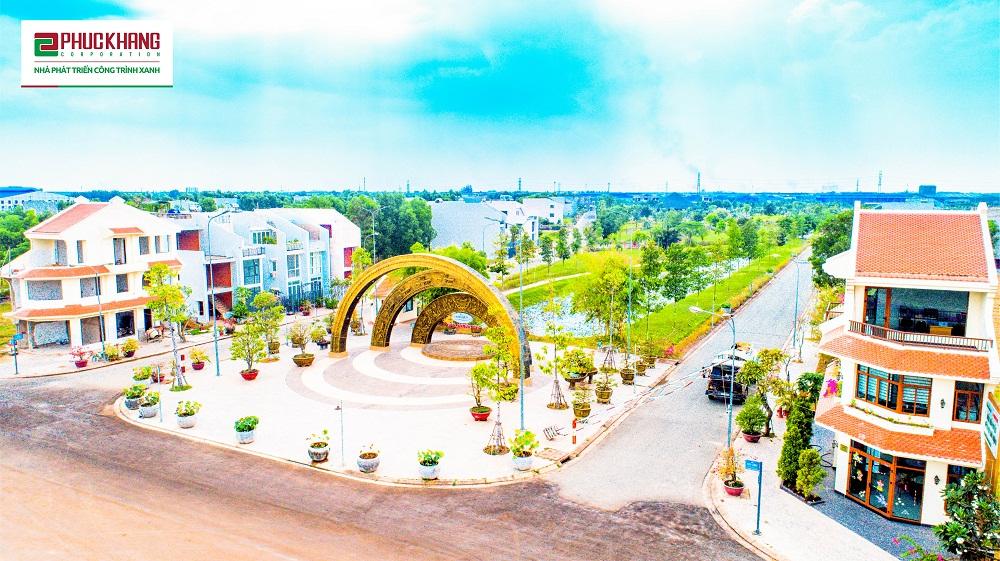 Cổng chào Lạc Việt - cổng chào có họa tiết trống đồng, chào đón cư dân và du khách khắp mọi miền tới với LSVN