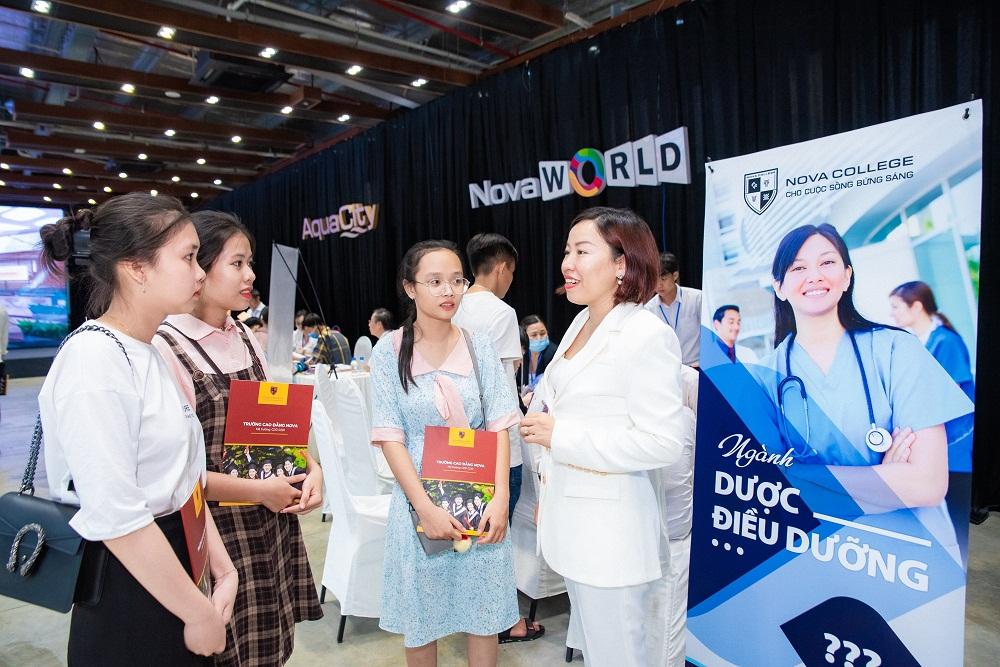 Chương trình đào tạo ngành điều dưỡng do Nova College và Bệnh viện Đại học Y Hà Nội xây dựng và phát triển. Ảnh: NovaGroup