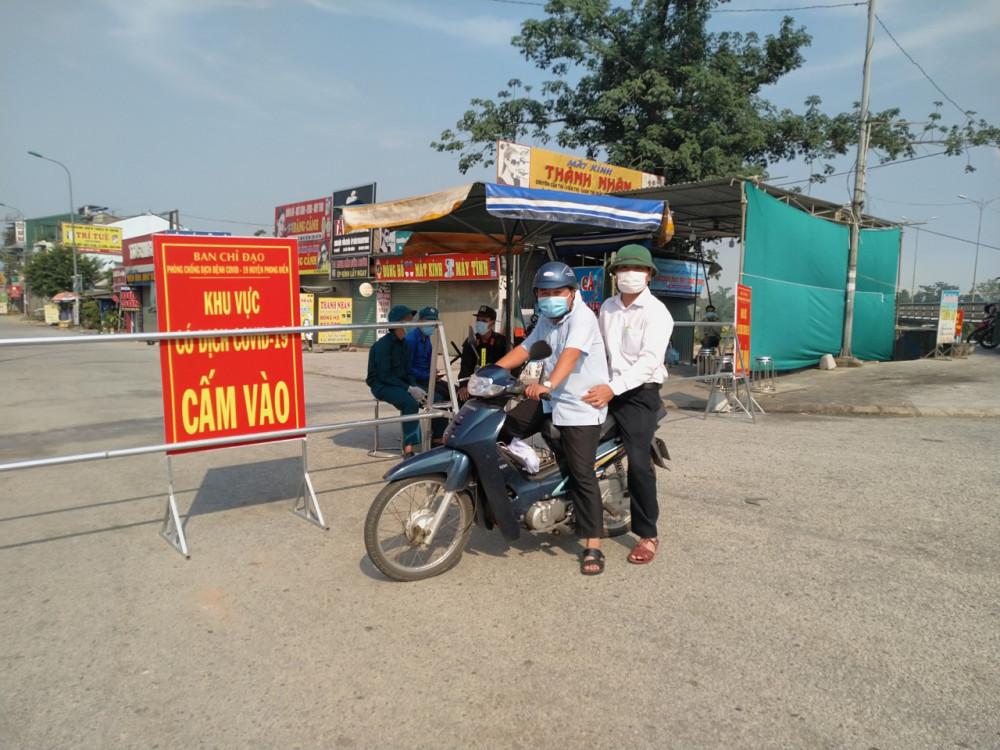 Một trong  những chốt kiểm soát Khu vực phong tỏa vì dịch COVID-19 tại xã Phong Hiền