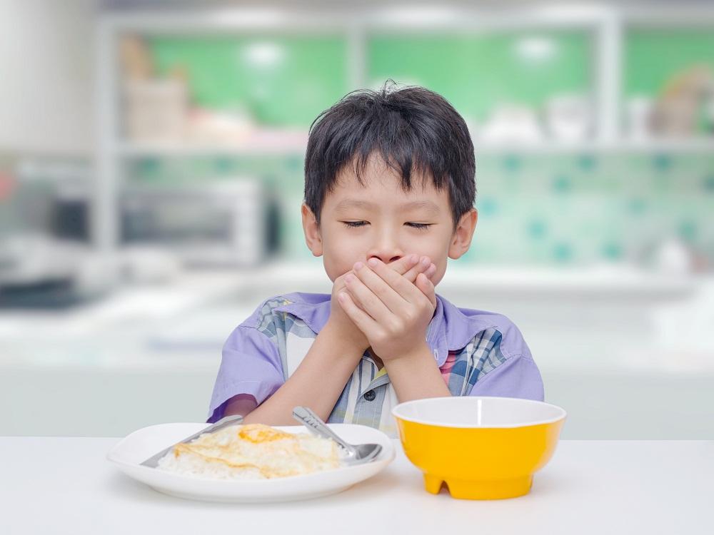 Con không thích ăn và còi cọc hơn các bạn cùng tuổi. Ảnh minh họa