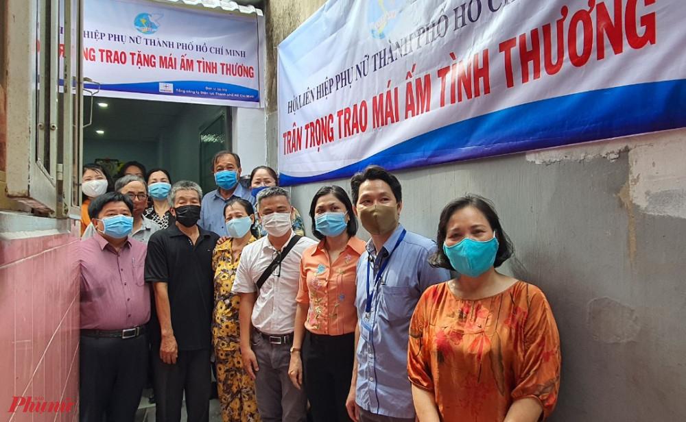 Hội LHPN TPHCM trao tặng Mái ấm tình thương cho gia đình bà Thủy. Căn nhà được Tổng công ty Điện lực TPHCM hỗ trợ kinh phí xây dựng