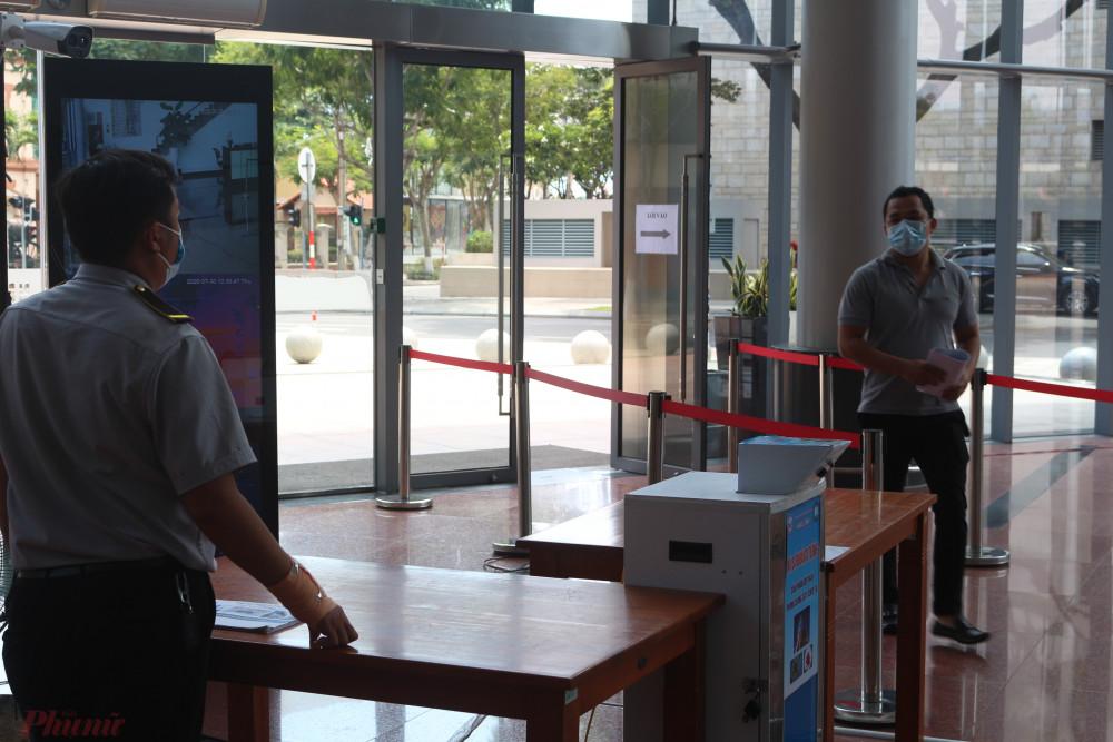 Sau khi bà H. được xác định là F1, Trung tâm Hành chính Đà Nẵng đã triển khai gấp biện pháp phòng chống dịch