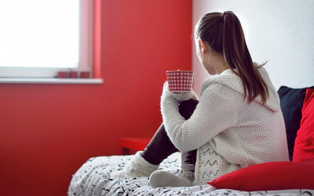 Họ cô đơn trong ngôi nhà của mình. Cô đơn giữa những người thân thuộc. Cô đơn trên chiếc giường của mình, trong giấc mơ của mình...