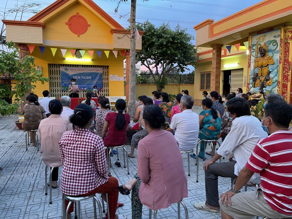 Hội nghị mạn đàm tiểu sử ứng cử viên tại xã Phước Kiểng, huyện Nhà Bè.
