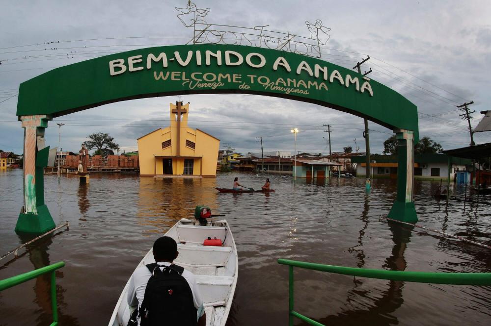 Thị trấn Anama chìm trong biển nước nhiều ngày qua - Ảnh: AP