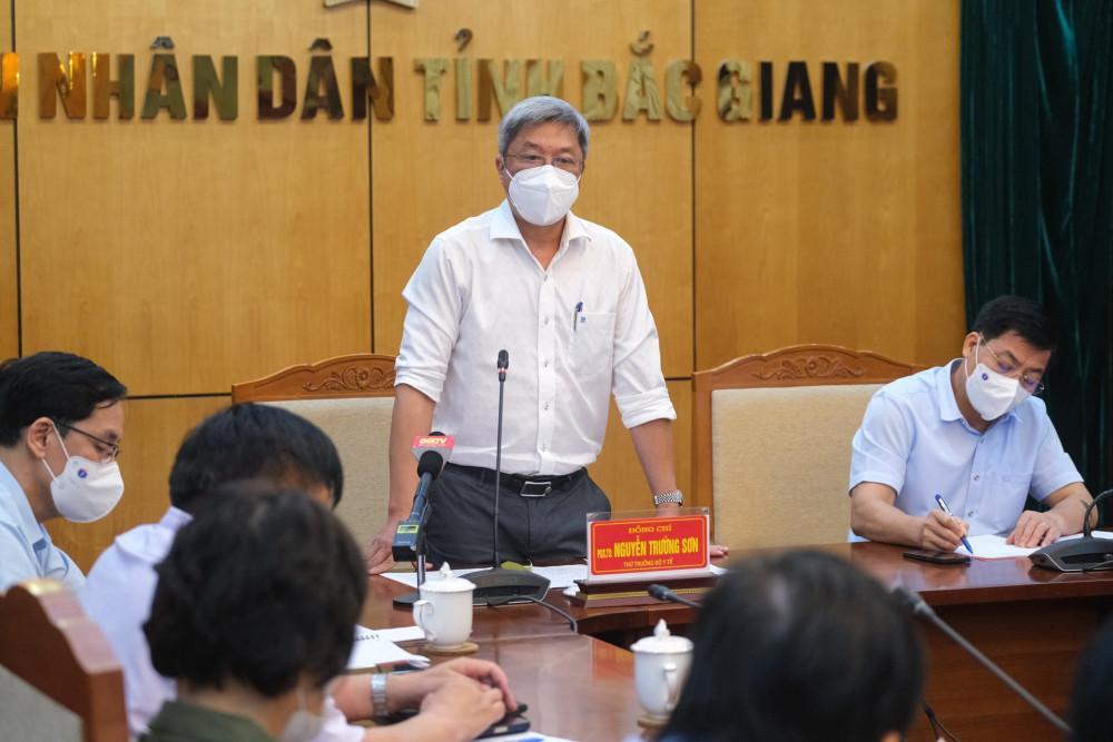 Thứ trưởng Bộ Y tế Nguyễn Trường Sơn phát biểu tại buổi làm việc với UBND tỉnh Bắc Giang